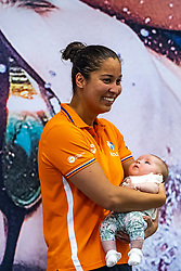 06-04-2019 NED: Swim Cup, Den Haag<br /> Ranomi Kromowidjojo and the Ranomi Cup, Unicef