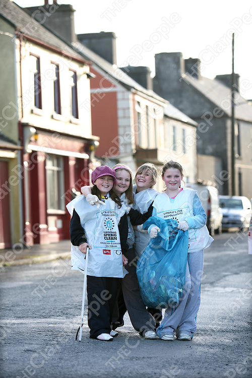 Saoirse O'Malley,Claire Browne,Annabel Boyd and Khiba O'Dwyer of the Ibrickane Brownies and Girl Guides cleaning up Mullagh village as part of the National Spring Clean.<br /><br />Photograph by Eamon Ward