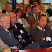 Minister Maria van der Hoeven spreekt op CDA bijeenkomst Huizen, wethouder Jaap Kos en burgemeester Jos Verdier, publiek, luisteraars