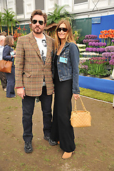 SIMON & YASMIN LE BON at the 2011 RHS Chelsea Flower Show VIP & Press Day at the Royal Hospital Chelsea, London, on 23rd May 2011.