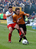 Fotball<br /> Premier League England <br /> 21.02.2004<br /> Wolverhampton v Fulham<br /> Foto: Fotosports/Digitalsport<br /> NORWAY ONLY<br /> <br /> LEE NAYLOR (WOLVES) GIVES STEED MALBRANQUE<br /> (FULHAM) THE ELBOW