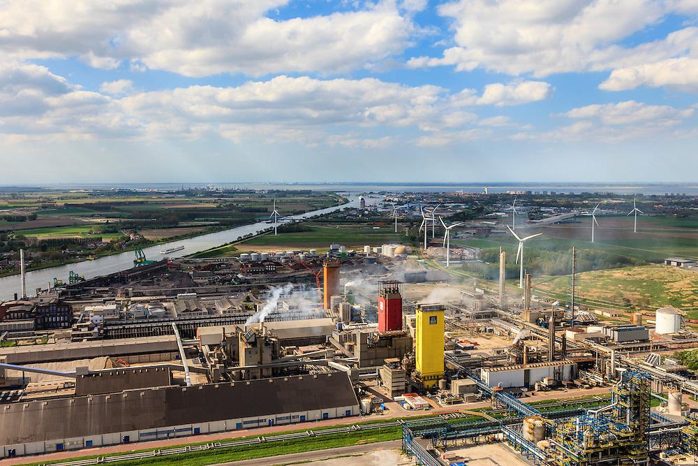 Nederland, Zeeland, Zeeuws-Vlaanderen, 09-05-2013; Sluiskil, Kanaal Gent-Terneuzen (aan de horizon). In de voorgrond stikstofbindingsbedrijf Yara, fabricage van kunstmest, ammoniak, ureum, salpeterzuur, CO2 (kooldioxide). <br /> Yara, nitrogen compound company manufactures fertilizer, ammonia, urea, nitric acid, CO2 (carbon dioxide)<br /> luchtfoto (toeslag op standard tarieven)<br /> aerial photo (additional fee required)<br /> copyright foto/photo Siebe Swart
