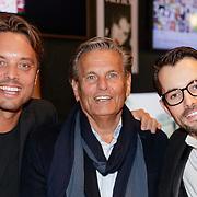 NLD/Amsterdam/20190124 - Inloop 25-jarig jubileum Talkies Magazine NL., Bas Smit met zijn vader en broer