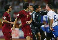 v.l. Deco, Nuno Valente Andre Ooijer Niederlande, rødt kort<br /> Fussball WM 2006 Achtelfinale Portugal - Niederlande<br />  Portugal - Nederland<br /> Norway only