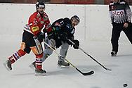 08.03.2011, Dielsdorf, Eishockey 2. Liga, Illnau - Chur, Tommy Neininger gegen Orlando Fusco  (Thomas Oswald/hockeypics)