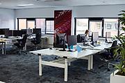 Een enkele medewerker nog aan het werk op een kantoor in Utrecht
