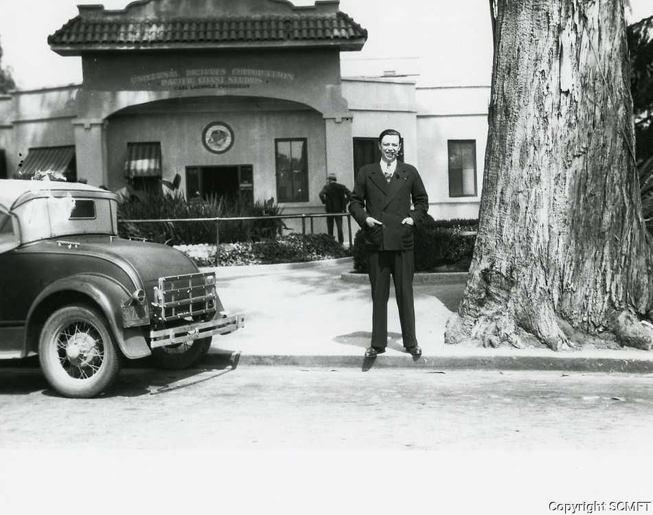 1937 Robert Florey in front of Universal Studios