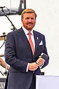 Koning Willem-Alexander aanwezig bij de viering van 75 jaar vrijheid in Terneuzen.