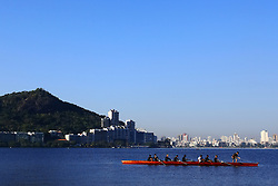 Remadores na Lagoa Rodrigo de Freitas - Rio de Janeiro - Brasil. FOTO: Jefferson Bernardes/Preview.com