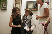 KEZZIE MOYNIHAN, GEORGE MELLY, DIANA MELLY. Celebrating George Melly at 80: Aspects of his Collection. The Mayor Gallery. Cork St. London. 17 August 2006. ONE TIME USE ONLY - DO NOT ARCHIVE  © Copyright Photograph by Dafydd Jones 66 Stockwell Park Rd. London SW9 0DA Tel 020 7733 0108 www.dafjones.com
