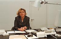19 JAN 2001, BERLIN/GERMANY:<br /> Margareta Wolf, Parl. Staatssekretaerin beim Bundeswirtschaftsministerium, an ihrem Schreibtisch, in ihrem Buero, Bundeswirtschaftsministerium<br /> IMAGE: 20010119-02/02-21<br /> KEYWORDS: Staatssekretärin, Büro