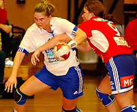 Håndball, damer 07.09.2003, Byåsen - Nordstrand 21-26, Iva Zamorska, Nordstrand, Kari Marie Aftret Ready, Byåsen<br /><br />Foto:Carl-Erik Eriksson, Digitalsport