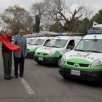METEPEC, Mex.- Se dio el banderazo de salida a 10 patrullas ecológicas que circularan en el Valle de Toluca de un total de 36 unidades que monitorearan los vehículos particulares y transporte público en todo el estado, de esta forma se cuidara la calidad del aire en la entidad. Agencia MVT / Crisanta Espinosa. (DIGITAL)<br /> <br /> NO ARCHIVAR - NO ARCHIVE