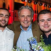 NLD/Amsterdam/20140616 - Uitreiking Johan Kaart prijs 2014, huub Stapel met zijjn zoons Sem en Mas