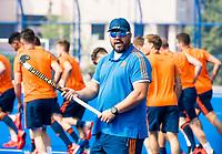 BHUBANESWAR (INDIA) -  Het Nederlands team trainde vanmorgen licht voor de wedstrijd tegen Canada bij het WK Hockey heren.  bondscoach Max Caldas (Ned) COPYRIGHT  KOEN SUYK