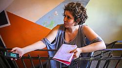 """PORTO ALEGRE, RS, BRASIL, 21-01-2017, 13h18'17"""": A jornalista Barbara Nickel, no Matehackers Hackerspace da Associação Cultural Vila Flores, no bairro Floresta da capital gaúcha. A  Consultora de Desenvolvimento de Software na empresa ThoughtWorks, Desiree dos Santos , 32 fala sobre as dificuldades enfrentadas por mulheres negras no mercado de trabalho.(Foto: Gustavo Roth / Agência Preview) © 21JAN17 Agência Preview - Banco de Imagens"""