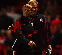Fotball<br /> England<br /> Foto: SBI/Digitalsport<br /> NORWAY ONLY<br /> <br /> The Barclays Premiership.<br /> <br /> Charlton Athletic v Southampton<br /> 13/9/2004.<br /> <br /> Southampton's Steve Wigley leaves the field after watching his side earn a point.