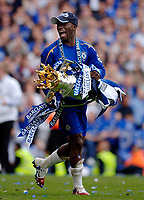 Photo: Daniel Hambury.<br />Chelsea v Manchester United. The Barclays Premiership. 29/04/2006.<br />Chelsea's Claude Makelele with the Premiership trophy.