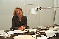 19 JAN 2001, BERLIN/GERMANY:<br /> Margareta Wolf, Parl. Staatssekretaerin beim Bundeswirtschaftsministerium, an ihrem Schreibtisch, in ihrem Buero, Bundeswirtschaftsministerium<br /> IMAGE: 20010119-02/02-02<br /> KEYWORDS: Staatssekretärin, Büro
