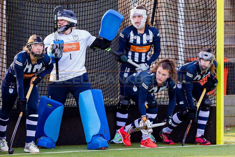 BILTHOVEN -  Hoofdklasse competitiewedstrijd dames, SCHC v hdm, seizoen 2020-2021.<br /> Foto: hdm verdedigt bij strafcorner met Keeper Julia Remmerswaal (hdm)