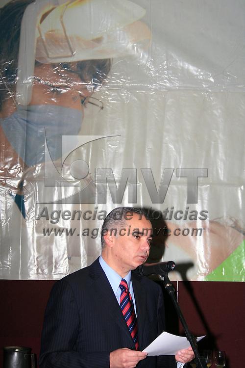 """TOLUCA, México.- Gabriel O´shea Cuevas, Subsecretario de Salud en la entidad y  Filiberto Cedeño Domínguez, Director del Instituto Materno Infantil del Estado de México (IMIEM), presidieron la ceremonia conmemorativa del """"Día del odontólogo"""", en el cual se reconoció la labor de los dentistas con la finalidad que continúen trabajando en beneficio de la población infantil no sólo en cuestiones bucales sino de salud en general. Agencia MVT / José Hernández. (DIGITAL)"""