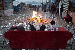 """Dschungel von Calais: Das wilde Fl¸chtlingslager wird ger‰umt und die Fl¸chtlinge in Aufnahmezentren verteilt / 241016 *** Calais, Pas-de-Calais, France - 24.10.2016    <br />  <br /> Start of the eviction on the so called îJungle"""" refugee camp on the outskirts of the French city of Calais. Refugees and migrants leaving the camp to get with buses to asylum facilities in the entire country. Many thousands of migrants and refugees are waiting in some cases for years in the port city in the hope of being able to cross the English Channel to Britain. French authorities announced a week ago that they will evict the camp where currently up to up to 10,000 people live.<br /> <br /> <br /> Beginn der Raeumung des so genannte îJungleî-Fluechtlingscamp in der franzˆsischen Hafenstadt Calais. Fluechtlinge und Migranten verlassen das Camp um mit Bussen zu unterschiedlichen Asyleinrichtungen gebracht zu werden. Viele tausend Migranten und Fluechtlinge harren teilweise seit Jahren in der Hafenstadt aus in der Hoffnung den Aermelkanal nach Groflbritannien ueberqueren zu koennen. Die franzoesischen Behoerden kuendigten vor einigen Wochen an, dass sie das Camp, indem derzeit bis zu bis zu 10.000 Menschen leben raeumen werden. <br /> <br /> Photo: Bjoern Kietzmann"""