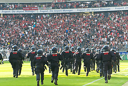 07.05.2011, Commerzbank-Arena, Frankfurt, GER, 1. FBL, Eintracht Frankfurt vs 1.FC Koeln, im Bild die Polizei rueckt an, EXPA Pictures © 2011, PhotoCredit: EXPA/ nph/  Roth       ****** out of GER / SWE / CRO  / BEL ******