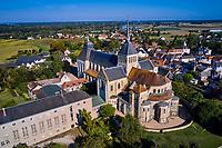 France, Loiret (45), Val de Loire classé Patrimoine Mondial de l'UNESCO, Saint-Benoît-sur-Loire, abbaye bénédictine de Saint-Benoît-sur-Loire, abbaye de Fleury (vue aérienne) // France, Loiret (45), Loire Valley listed as World Heritage by UNESCO, Saint-Benoît-sur-Loire, Benedictine abbey of Saint-Benoît-sur-Loire, Fleury abbey (aerial view)