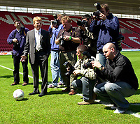Photo. Richard Lane<br />Southampton FC FA Cup Preview Day at St. Mary's. 13/05/2003.<br />Gordon Strachan mixes it with the paps