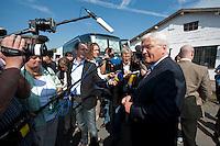 06 AUG 2009, WUNSDORF/GERMANY:<br /> Frank-Walter Steinmeier, SPD, Bundesaussenminister und Kanzlerkandidat, gibt Journalisten ein kurzes Statement, Besuch der Firma EcoCraft Automotive Management GmbH<br /> IMAGE: 20090806-01-002<br /> KEYWORDS: Mikrofon, microphone, Kamera, camera, Sommerreise, Bundestagswahl 2009, Wahlkampf