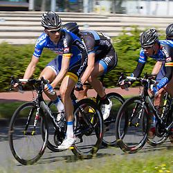 WIELRENNEN, Rijswijk. Olympia's tour Wim Stroetinga wordt door (51) Jasper Bovenhuis naar de laatste rechte lijn gebracht
