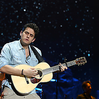 MINNEAPOLIS, MN - NOVEMBER 23:  John Mayer performs at Target Center on November 23, 2013 in Minneapolis, Minnesota. (Photo by Adam Bettcher/Getty Images) *** LOCAL CAPTION ***  John Mayer