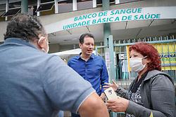Porto Alegre, RS - 06/04/2020: Doação de voucher para que os profissionais da saúde possam se deslocar de carro até a casa dos idosos para vaciná-los. Foto: Jefferson Bernardes/PMPA