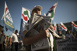 October 14, 2017 - Rome, Italy - A man holds copies of a newspaper called 'Journal of Italy'' during a march in downtown Rome, on October 14, 2017...About two thousand people took to the streets to defend the right to work for the Italians and against the law that grants the citizenship right to those born in Italy, the so called 'Ius soli' (Credit Image: © Christian Minelli/NurPhoto via ZUMA Press)