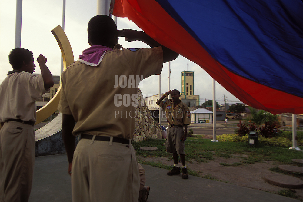 BELIZE / Belize City / Boy Scouts hoisting Belize´s flag at Flags Square...© JOAN COSTA