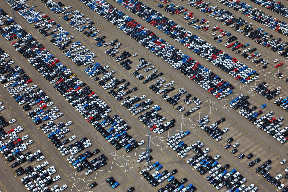 Nederland, Zeeland, Vlissingen-Oost, 22-05-2011; Sloehaven, terminal van autovervoerder Cobelfret. Parkeerterrein met voornamelijk auto's van Ford, personenwagens en bedrijfswagens. In Vlissingen worden auto's verzameld die in geheel Europa geassembleerd zijn. Vanuit Vlissingen wordt er naar de Britse markt geexporteerd. Terminal of auto transporter Cobelfret. Parking for cars and trucks. luchtfoto (toeslag), aerial photo (additional fee required).foto/photo Siebe Swart