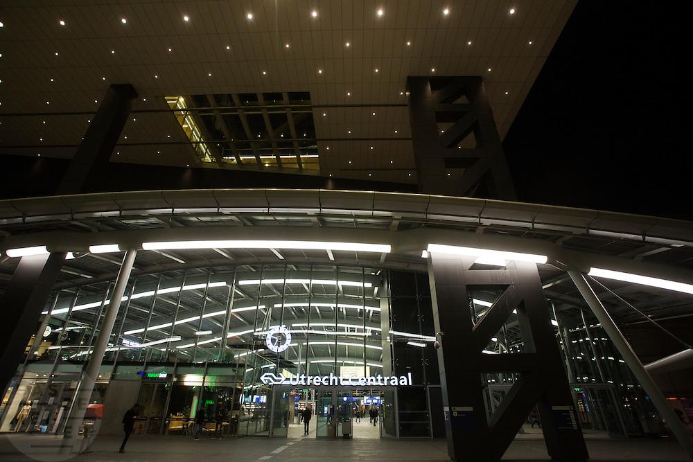 Station Utrecht Centraal in de avond.<br /> <br /> Utrecht Central Station at noon.