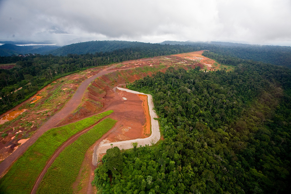 Parauapebas_PA, Brasil. ..Desmatamento causado por mineradora na floresta amazonica- Floresta Nacional de Carajas, Para...Deforestation caused by mining in the Amazon forest, National Forest of Caraja, Para...Foto: JOAO MARCOS ROSA / NITRO