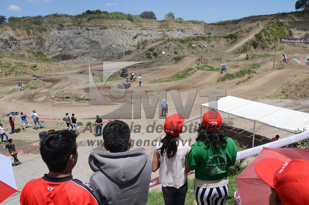 Santa María Rayón, México.- Más de 100 pilotos de distintas categorías participaron en el sexto campeonato nacional platino en la pista de motocross la mina. Agencia MVT / Arturo Hernández.