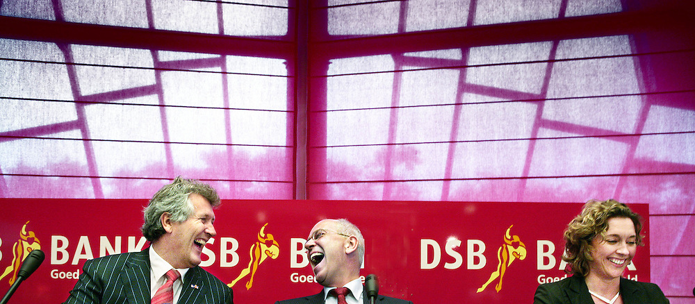 Nederland,Wognum ,26 juni 2007.. Oud-minister Gerrit Zalm van Financiën gaat werken voor DSB Bank.Links Dirk Scheringa (CEO DSB),uiterst links woordvoerder Klaas Wilting .Twee dagen per week zal de ex-politicus de functie van 'Chief Economist' bij de bank vervullen, maakte DSB dinsdag bekend..van Financiën gaat werken voor DSB Bank. Twee dagen per week zal de ex-politicus de functie van 'Chief Economist' bij de bank vervullen, maakte DSB dinsdag bekend...Foto:Jean-Pierre Jans