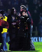 Fotball<br /> Carling cup England 2004/05<br /> Watford v Portsmouth<br /> 30. november 2004<br /> Foto: Digitalsport<br /> NORWAY ONLY<br /> SHARON OSBOURNE GIVES TAUNTING PORTSMOUTH FANS THE FINGER