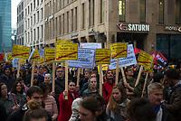 DEU, Deutschland, Germany, Berlin, 14.04.2018: Demonstration gegen steigende Mieten unter dem Motto Wiedersetzen - Gemeinsam gegen Verdrängung und Mietenwahnsinn. Hier vor dem Einkaufszentrum Mall of Berlin.