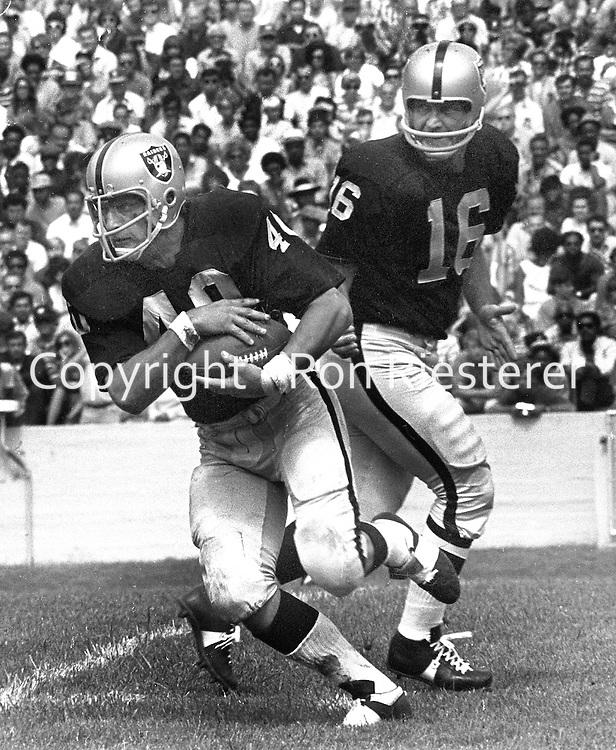Oakland Raiders QB George Blanda hands off to Pete Banazak...(1971 action)..(photo/Ron Riesterer)
