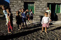 12 JAN 2006, FOGO/CAPE VERDE:<br /> Kinder von Bangaeira in der Cha das Caldeiras, am Fusse des Pico de Fogo, Fogo, Kapverdischen Inseln<br /> Children of Bangaeira into the Cha das Caldeiras, near the Pico de Fogo, Island Fogo, Cape verde islands<br /> IMAGE: 20060112-01-057<br /> KEYWORDS: Travel, Reise, Natur, nature, cabo verde, Dritte Welt, Third World, Kapverden