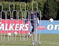 David Beckham practises taking a free kick, England Training, Bisham Abbey, Marlow. 13/11/2000. Credit / Colorsport.
