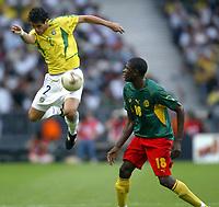 FOOTBALL - CONFEDERATIONS CUP 2003 - GROUP B - 030619 - BRASIL v KAMERUN - JULIANO BELLETTI (BRA) / MOHAMADOU IDRISSOU (CAM) / LUCIO (BRA) - PHOTO GUY JEFFROY / DIGITALSPORT