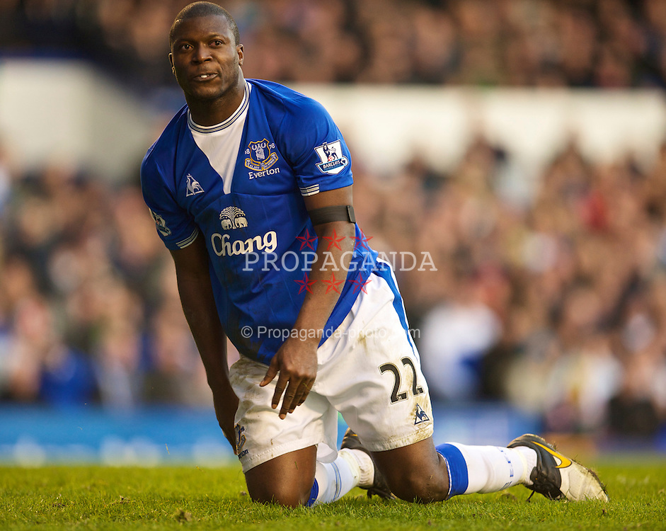 LIVERPOOL, ENGLAND - Sunday, March 7, 2010: Everton's Ayegbeni Yakubu looks dejected after another terrible performance during the Premiership match against Hull City at Goodison Park. (Photo by David Rawcliffe/Propaganda)