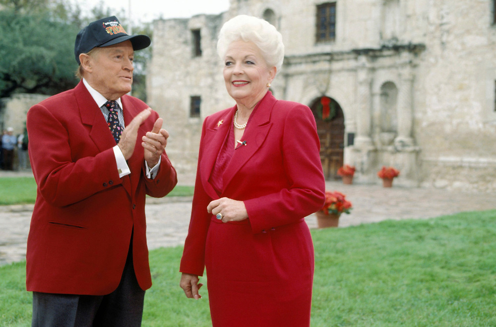 Texas Governor Ann Richards with Bob Hope in front of the Alamo in San Antonio 1991.<br /> <br /> ©Bob Daemmrich