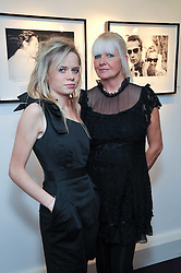 Left to right, SCARLETT CARLOS CLARKE and her mother LINDSEY CARLOS CLARKE at a private view of photographs by Marina Cicogna from her book Scritti e Scatti held at the Little Black Gallery, 3A Park Walk London SW10 on 16th October 2009.