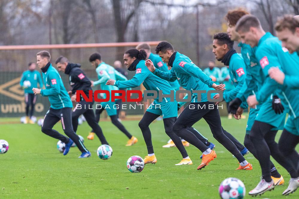 16.11.2020, Trainingsgelaende am wohninvest WESERSTADION - Platz 12, Bremen, GER, 1.FBL, Werder Bremen Training<br /> <br /> <br />  ,Ball am Fuss, <br /> Lauf / Sprituebung<br /> Theodor Gebre Selassie (Werder Bremen #23)<br /> Tahith Chong (Werder Bremen #22)<br /> Davie Selke  (SV Werder Bremen #09)<br /> Niklas Moisander (Werder Bremen #18 Kapitaen)<br /> Yuya Osako (Werder Bremen #08)<br /> <br /> <br /> Foto © nordphoto / Kokenge *** Local Caption ***